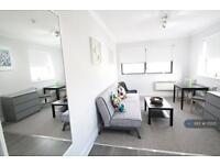 Studio flat in Turner Road, Queensbury, HA8