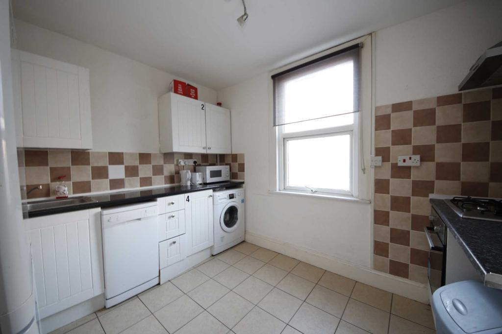3 bedroom house in Half Moon Lane, Herne Hill