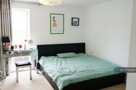 1 bedroom flat in Tiller Street, London, E14 (1 bed) (#1110209)