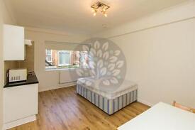 Studio flat in Princes Avenue, Muswell Hill