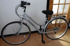 Ladies silver Raleigh Bicycle. Nearly new.
