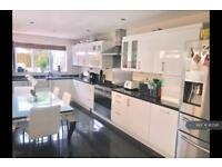 5 bedroom house in Camborne Road, London, SW18 (5 bed)