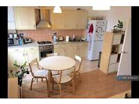 2 bedroom flat in Clarence Road, London, E5 (2 bed)