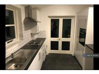2 bedroom flat in Charleston Street, London, SE17 (2 bed)