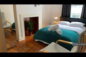 1 bedroom flat in Cambridge Heath Road, London, E2 (1 bed) (#1109920)