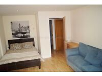 **SHARE ACCOMMODATION!!ALL BILLS INCLUDED! DOUBLE ROOM WITH PRIVATE BALCONY IN ROYAL VICTORIA, E16.