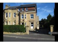 3 bedroom flat in Church Street, Huddersfield, HD1 (3 bed)