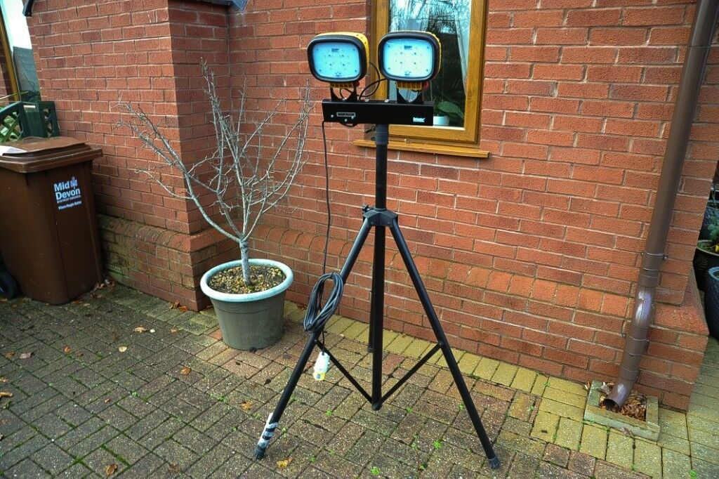 Twin Light Unit Used But In Good Condition Aquariums & Tanks