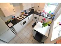 3 bedroom house in Inverness Place, Roath, Cardiff