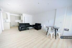 3 bedroom flat in Mowlem Street, London, E2 (3 bed) (#1166086)