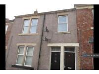 3 bedroom flat in Hillfield Street, Gateshead, NE8 (3 bed)