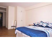 2 Bed Flat in Putney Hill, Putney, London, SW15