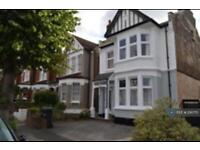 3 bedroom flat in Lakeside Road, London, N13 (3 bed)