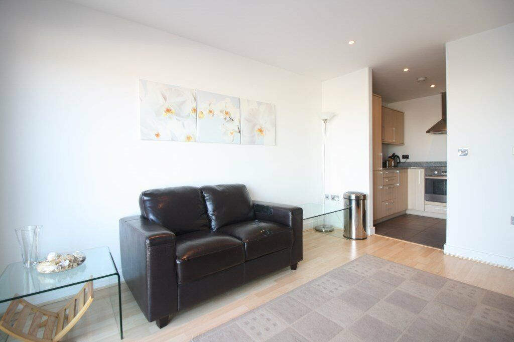 FURNISHED 1 BEDROOM APARTMENT MOMENTS FROM ROYAL VICTORIA DLR STATION CANARY WHARF THE CITY E16