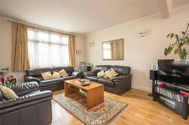 3 bedroom house in Arcadian Gardens, Bowes Park, London, N22
