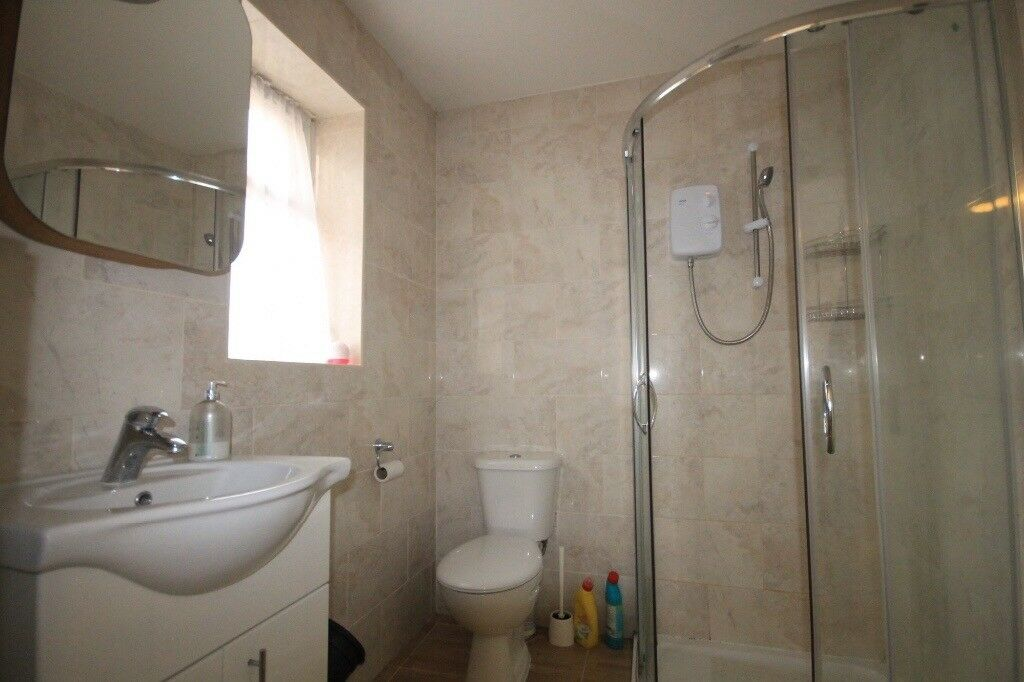 One bedroom flat only for couple in stratford
