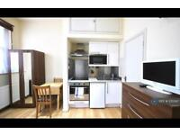 Studio flat in Brondesbury Park, London, NW6