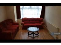 3 bedroom house in Fairholme Crescent, Hayes, UB4 (3 bed)