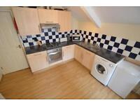 3 bedroom flat in Gordon Road, Roath, Cardiff
