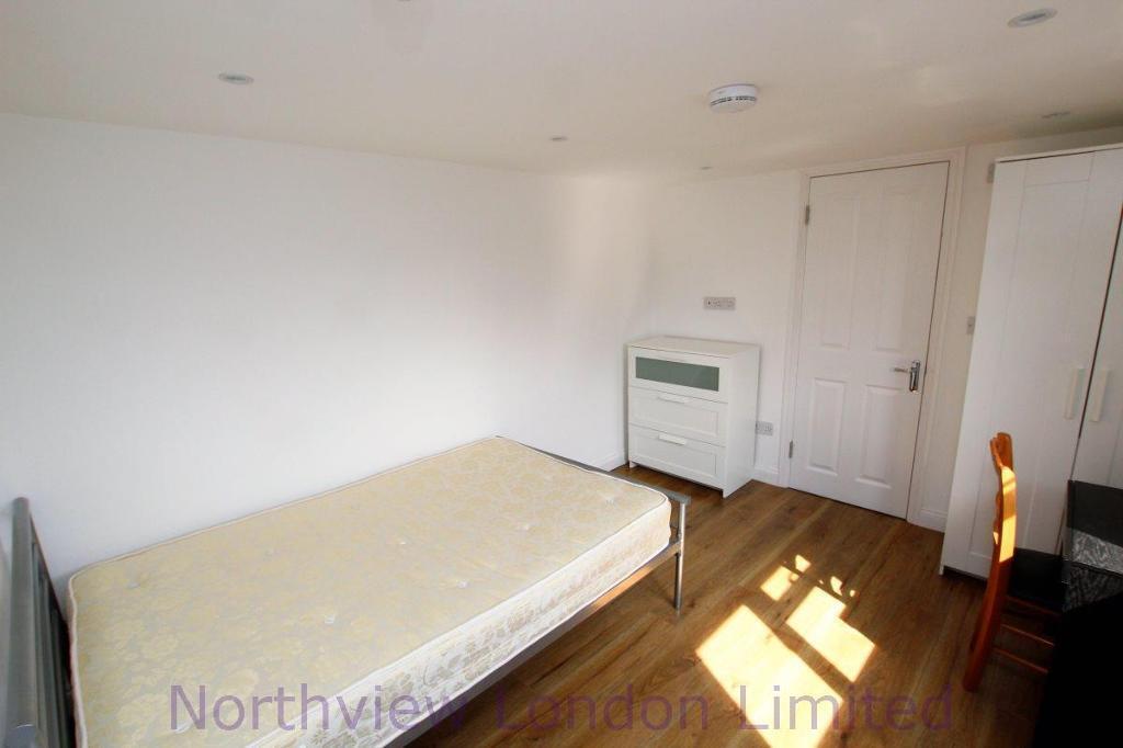1 bedroom in Chesterfield Gardens, Harringay, N4