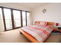 1 bedroom flat in Follet Street, London, E14 (1 bed)