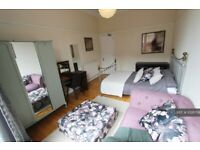3 bedroom flat in Clarence Drive, Glasgow, G12 (3 bed) (#1028708)