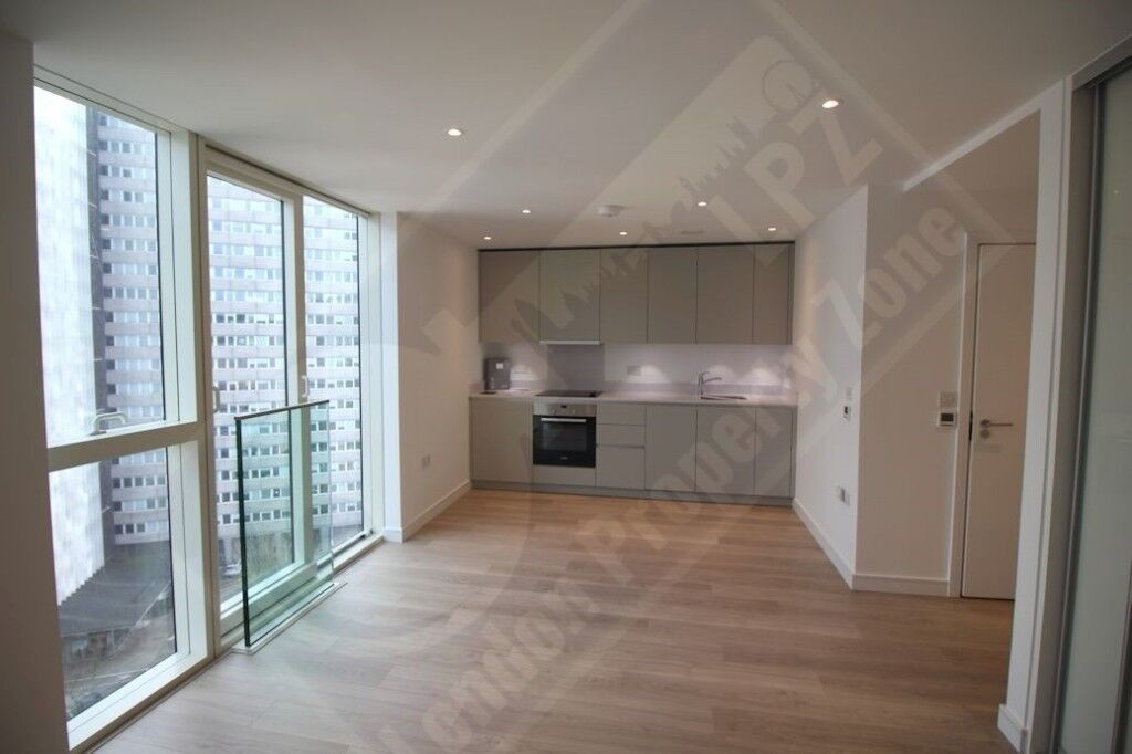 * Recently completed in Saffron Tower, Croydon * 10th floor studio * 24hr Concierge * Gym *