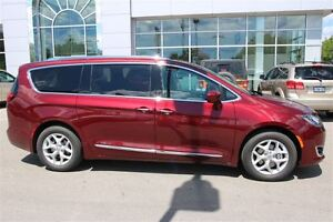 2017 Chrysler Pacifica Touring-L Plus *0% for 72 months* London Ontario image 10