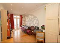 2 bedroom flat in Tollington Way, Holloway