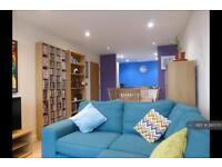 2 bedroom flat in Singer Mews, London, SW4 (2 bed)
