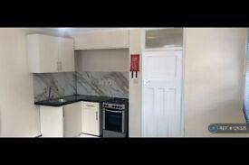Studio flat in Rush Green Road, Romford, RM7 (#1211325)