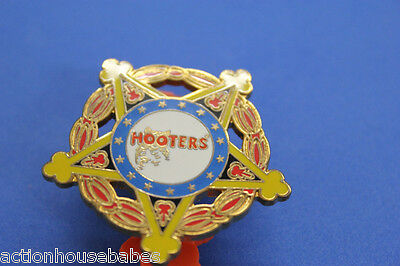 HOOTERS RESTAURANT VICE PRESIDENT LAPEL PIN ONLY GIVEN TO MANAGERS FOR GOOD JOB