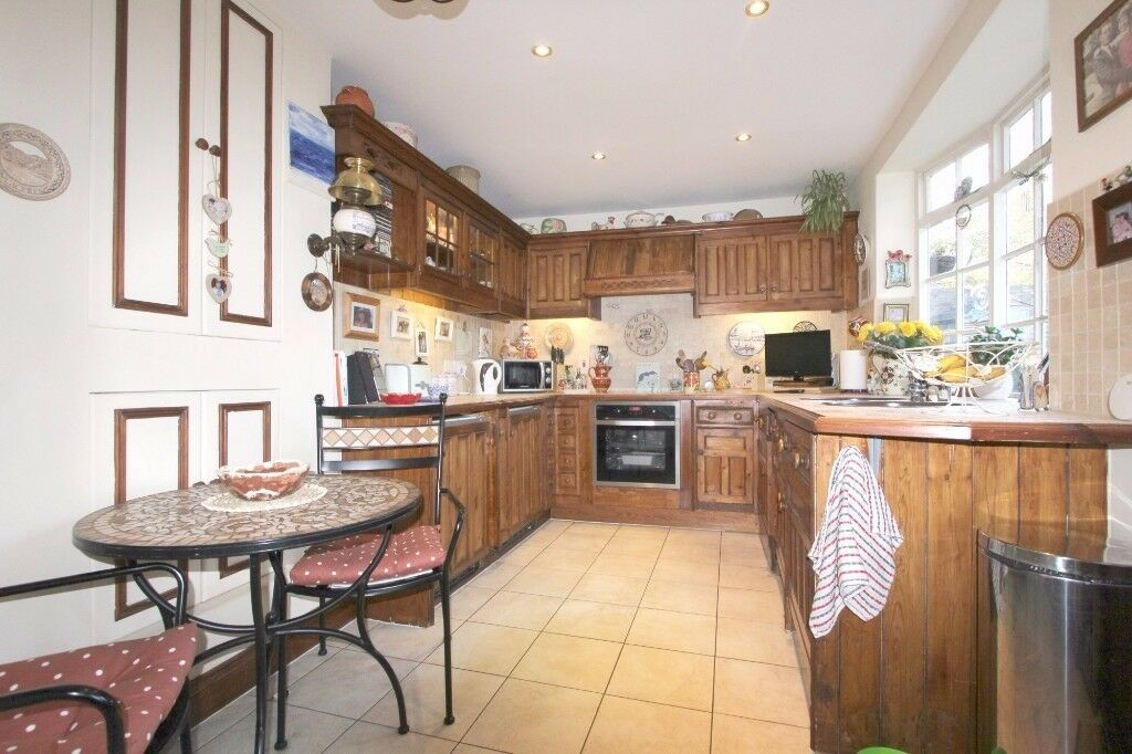 1 BED GROUND FLOOR APARTMENT FOR A SHORT TERM LET