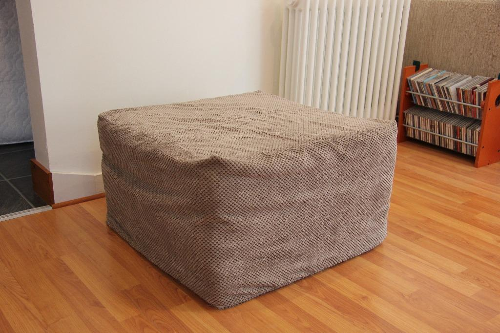 Futon Company Cube Bed With Dimple Cover In Cambridge