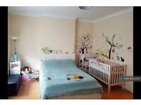 1 bedroom flat in Ferme Park Road, London, N4 (1 bed) (#1123381)