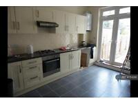 2 bedroom flat in Palmerston Road, London, N22 (2 bed)