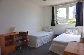 Beautiful twin room in Poplar 10 min walk to Canary Wharf.