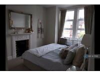 3 bedroom house in Adelaide Grove, London, W12 (3 bed)