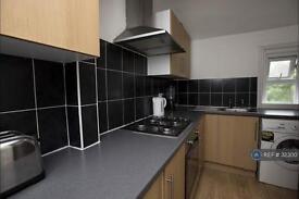3 bedroom flat in East Dulwich, London, SE22 (3 bed)
