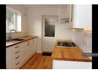 3 bedroom house in Garrison Lane, Chessington, KT9 (3 bed)