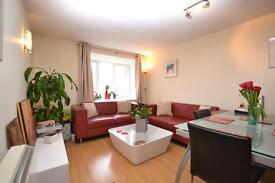 2 bedroom flat in Chalice Court, Deanery Close, East Finchley, N2