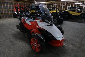 2015 Can-Am Spyder® ST-S - SE5 London Ontario image 1
