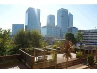 Moments Walk Canary Wharf- 2 Double Bedroom Apartment-Communal Gardens-Off Street Parking-Must See