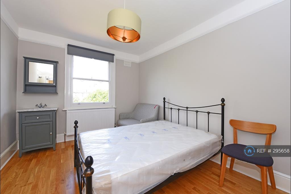 1 bedroom in Preshaw Crescent, London , CR4