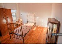 1 bedroom in St. Nicholas Road, London, SE18 (#1095166)