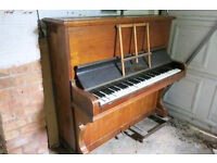 PIANO UPRIGHT PRETTY CASE