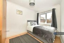 1 bedroom in Gibbon Road, London, SE15 (#1057537)