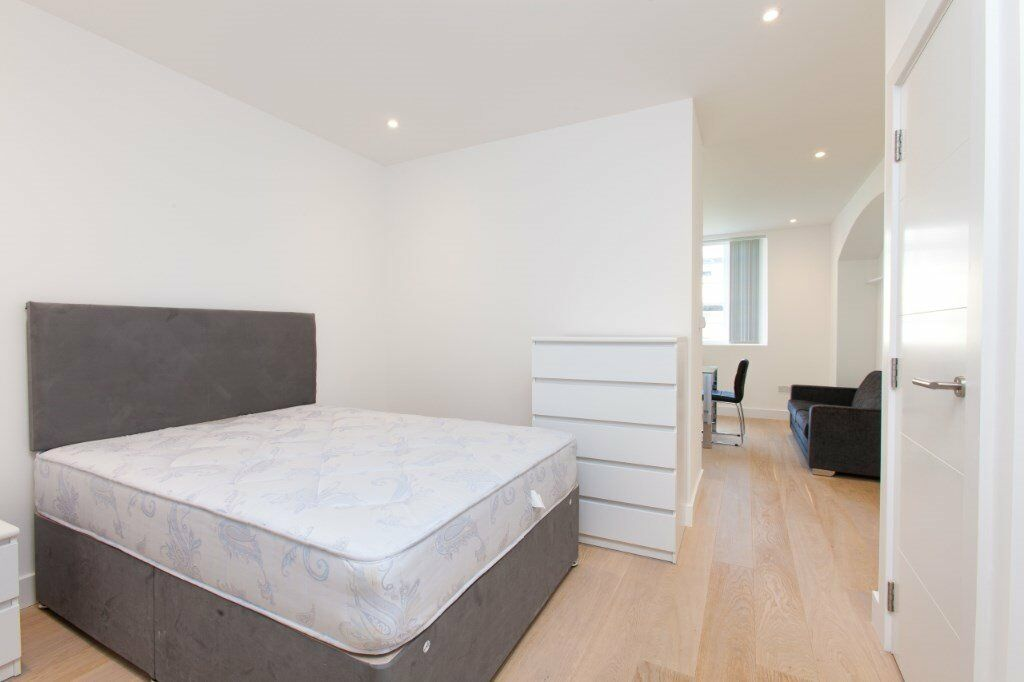 LUXURY DESIGNER FURNISHED APARTMENT IN LIMEHOUSE E14 VACANT NOW! NOT TO BE MISSED