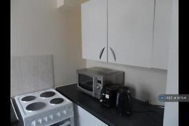 3 bedroom house in Darley Road, London, SW11 (3 bed)