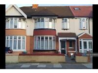 3 bedroom house in Dawlish Drive, Ilford, IG3 (3 bed)